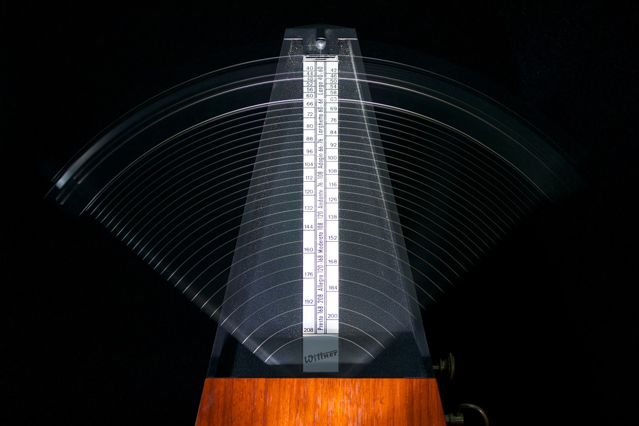 Pendulum Waves and Metronome Sways